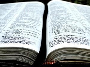 Foto de una Biblia abierta